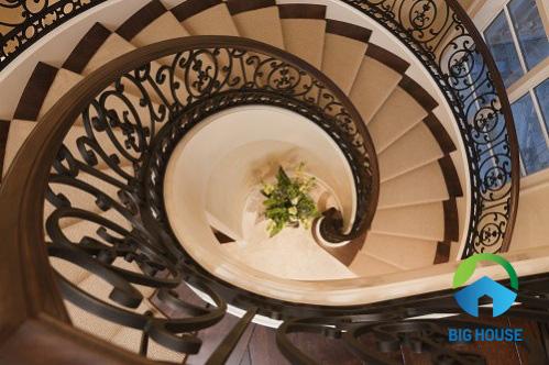 Tiêu chí chọn gạch ốp lát cầu thang Vitto An toàn – Top mã gạch tốt nhất
