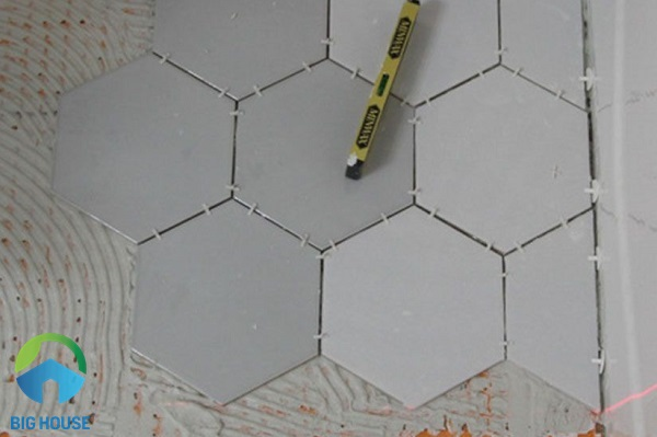 cách lát gạch lục giác đơn giản