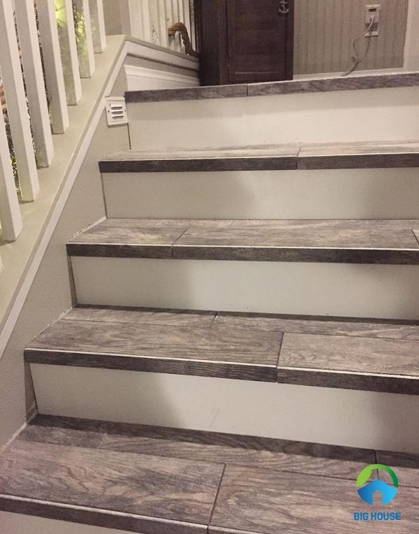 gạch giả gỗ lát cầu thang 2