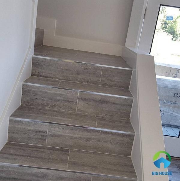 gạch giả gỗ lát cầu thang 4