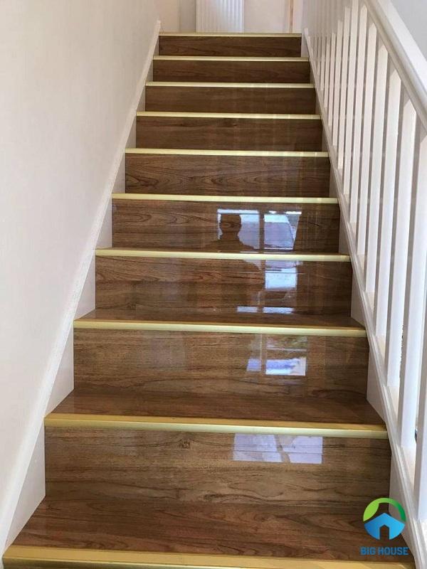 10 Mẫu gạch giả gỗ lát cầu thang Đẹp – Sang Trọng nhất 2021