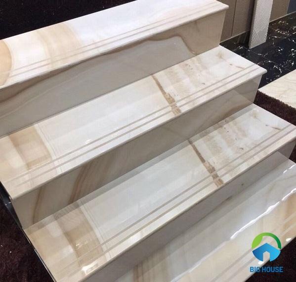 gạch lát cầu thang vân gỗ vàng mt-gct018