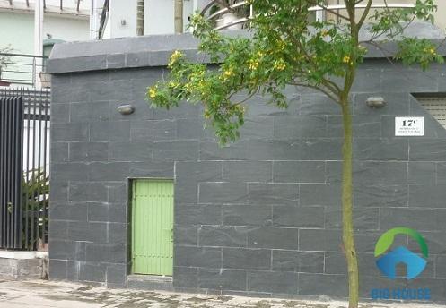 gạch ốp tường sân sau tinh tế