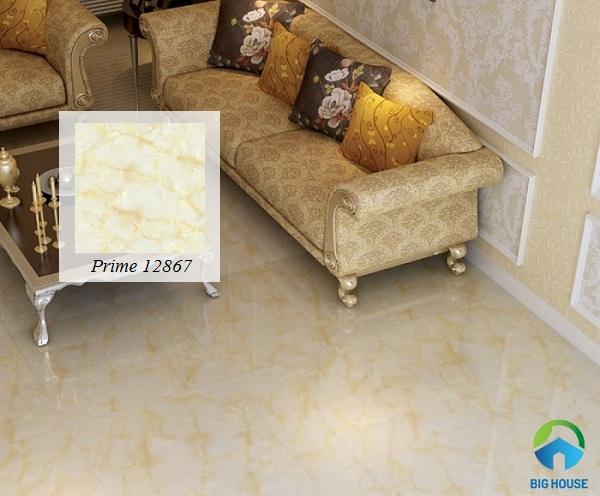 Mẫu gạch sở hữu gam màu vàng, họa tiết nhẹ nhàng mang lại sự sang trọng cho phòng khách