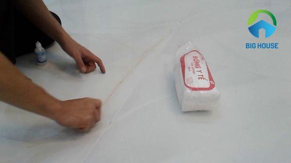 xử lý gạch bóng kiếng bị trầy xước